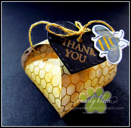 Mini_Curvy_Keepsake_Honey_Bee_Box-2