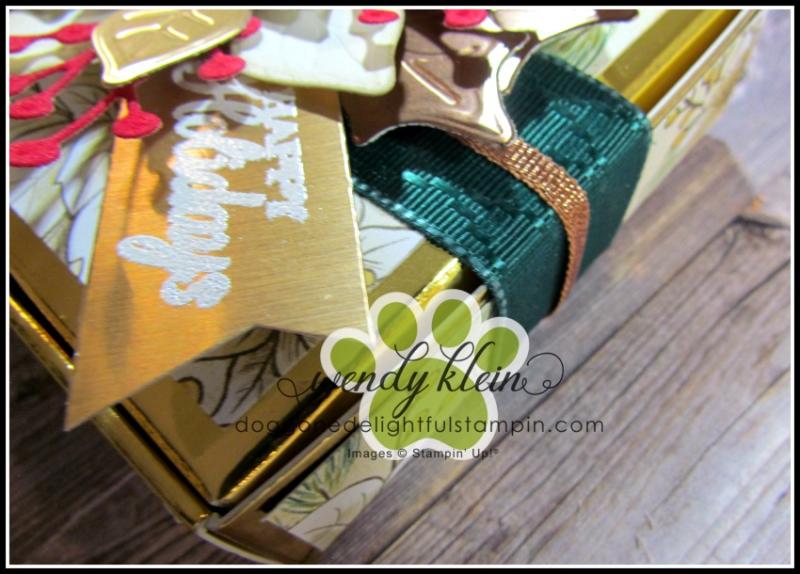 Poinsettia_Petals_Gift_Box-5